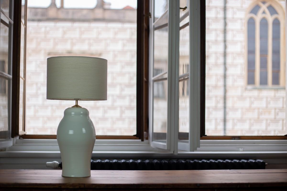 krémové stínidlo na lampu