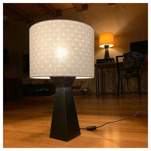 šedé stínítko na stolní lampu